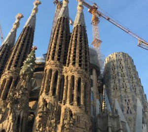 sagrada familia gaudi private walking tour barcelona by dreamingbarcelona